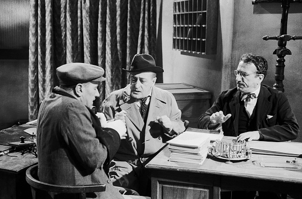 Beret「Actors Totò, Peppino De Filippo and Peppino De Martino acting during the shooting of 'La cambiale', Rome 1959」:写真・画像(19)[壁紙.com]