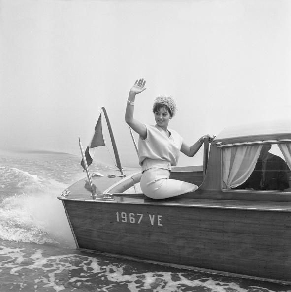 Archivio Cameraphoto Epoche「On A Water Taxi」:写真・画像(9)[壁紙.com]