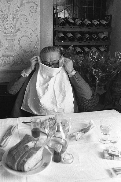 Eating「Actor Aldo Fabrizi while eating spaghetti at the restaurant, Rome 1975」:写真・画像(6)[壁紙.com]