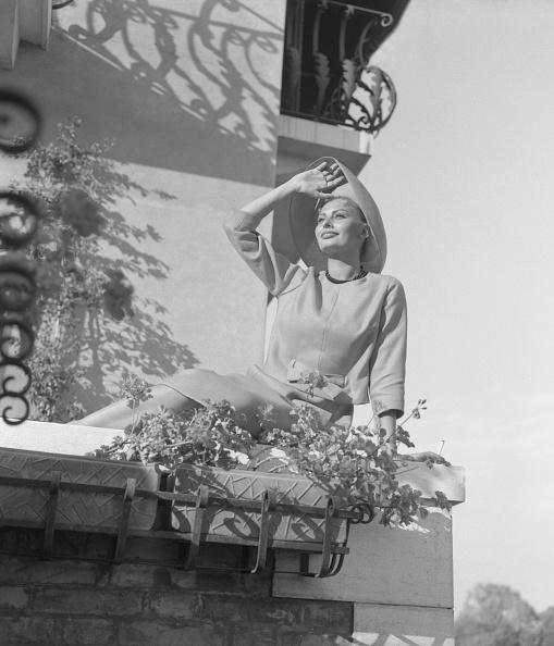 1958「Sitting On A Terrace」:写真・画像(14)[壁紙.com]