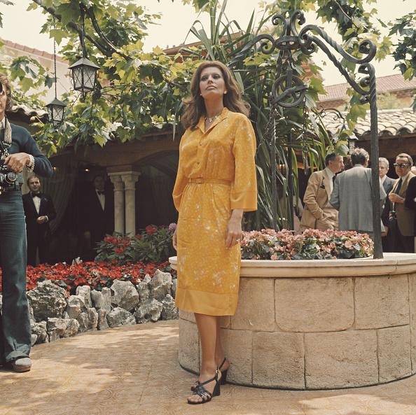 Yellow Dress「Sophia Loren At Cannes」:写真・画像(17)[壁紙.com]