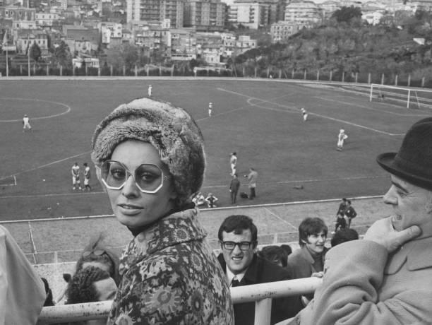 Baseball - Sport「Sophia Loren At Baseball Match」:写真・画像(9)[壁紙.com]