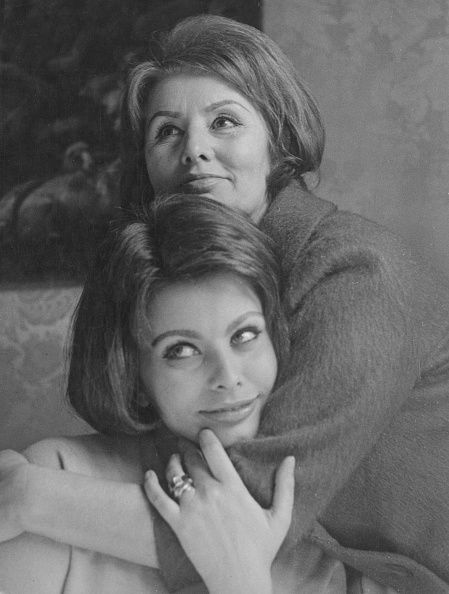Two People「Sophia Loren And Mother」:写真・画像(14)[壁紙.com]