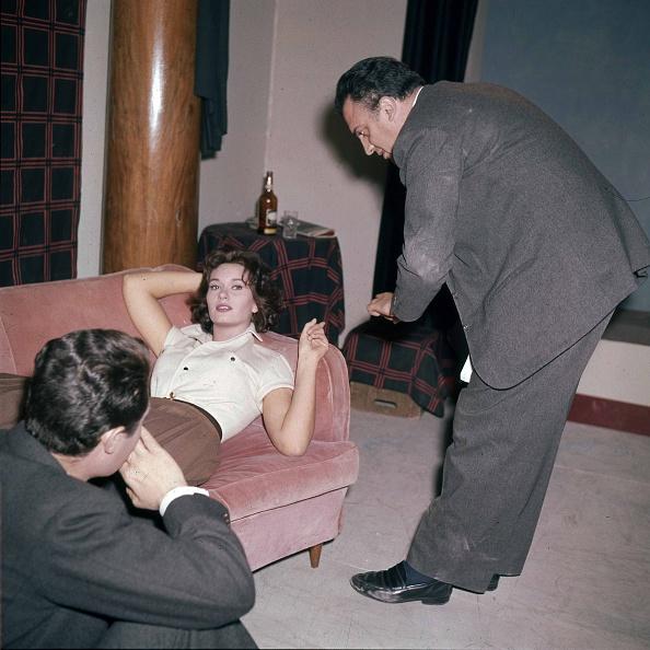 ソファ「Actress Lea Massari during the audition for the movie 'La Dolce Vita' with actor Marcello Mastroianni and film director Federico Fellini, Rome 1959」:写真・画像(3)[壁紙.com]