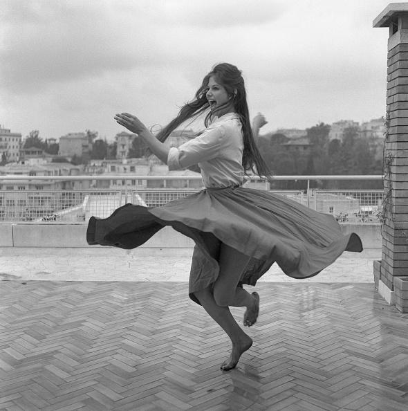 カンヌ「Dancing On the Terrace III」:写真・画像(8)[壁紙.com]
