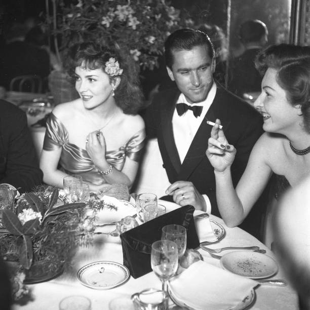 Italian actress Gina Lollobrigida with her husband Milko Skofic at dinner party, Rome 1955:ニュース(壁紙.com)