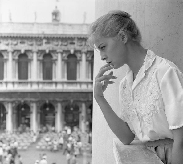 White Shirt「Looking Out Palazzo Ducale」:写真・画像(15)[壁紙.com]