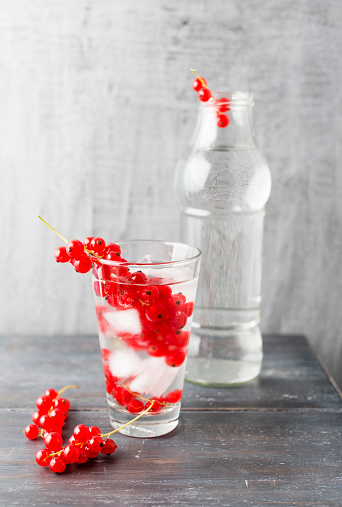 Infused Water「Water with ice cubes, red currants, flavoured」:スマホ壁紙(1)