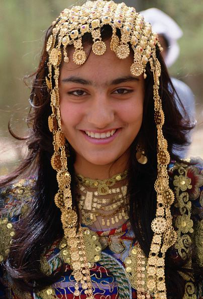 魅力的「Girl in Traditional Headdress, Kuwait」:写真・画像(1)[壁紙.com]