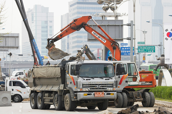 Construction Equipment「Roadworks, Seoul, South Korea」:写真・画像(8)[壁紙.com]