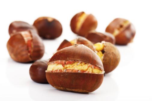 栗「Sweet Chestnuts, close-up」:スマホ壁紙(19)