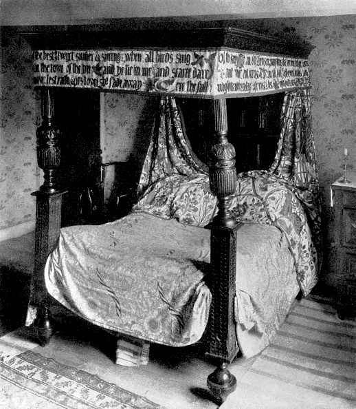 Embroidery「Bed of William Morris decorated with tapestries designed by his daughter」:写真・画像(16)[壁紙.com]