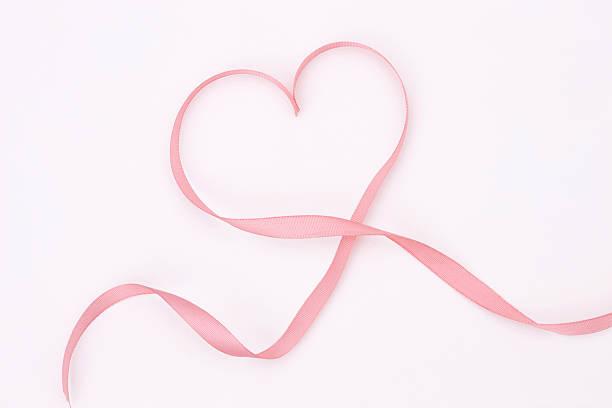 Ribbon making heart shape:スマホ壁紙(壁紙.com)