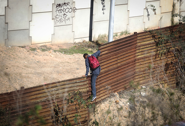 Baja California Norte「Migrants Continue To Try To Reach The United States At The Tijuana Border」:写真・画像(5)[壁紙.com]
