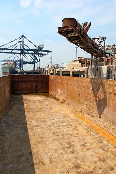 Sparse「Barge loading feeder conveyor for aggregates export, Kent, UK」:写真・画像(11)[壁紙.com]