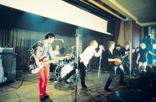 Electric Guitar「Pistols At Notre Dame Hall」:写真・画像(7)[壁紙.com]