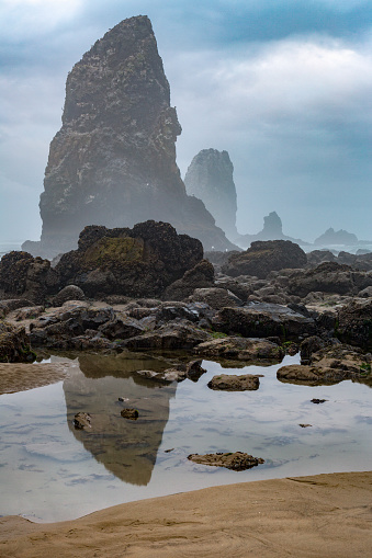 Cannon Beach「Rock pool and sea stacks  at Cannon Beach」:スマホ壁紙(12)