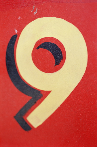 Number 9「Number '9' painted on wall, close-up」:スマホ壁紙(19)