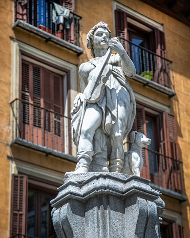 Violinist「Statue Detail of Orpheus Fountain, Madrid Spain」:スマホ壁紙(10)