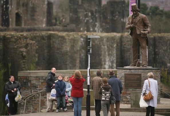Magic Kingdom「Anthony Hopkins Unveils Statue Of Tommy Cooper」:写真・画像(9)[壁紙.com]