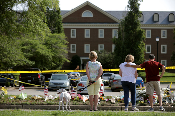 Mass Shooting「12 Dead In Mass Shooting At Virginia Beach Municipal Center」:写真・画像(8)[壁紙.com]