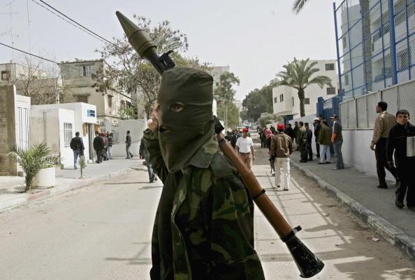 Gunman「Palestinians Set Fire To British Council Building In Gaza」:写真・画像(2)[壁紙.com]