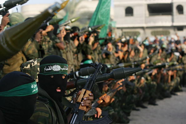 Focus On Foreground「Hamas Militants Celebrate Israeli Pullout From Gaza」:写真・画像(18)[壁紙.com]