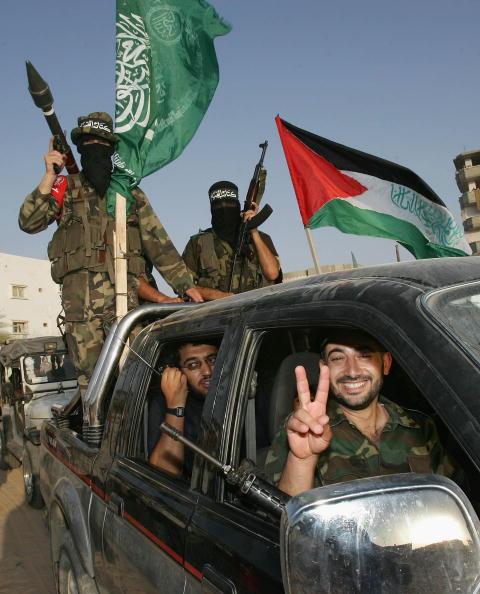 Rafah「Hamas Militants Celebrate Israeli Pullout From Gaza」:写真・画像(18)[壁紙.com]