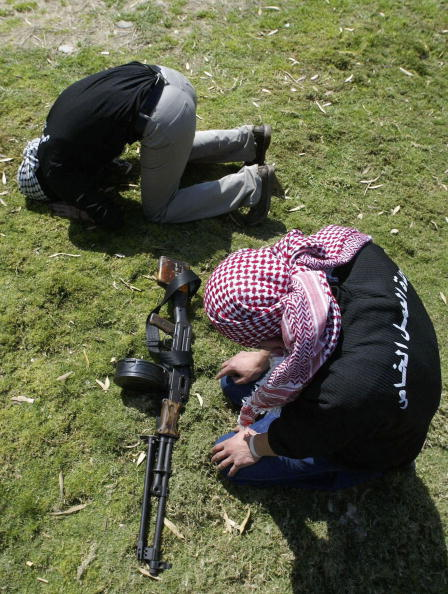 Kaffiyeh「Palestinians Attend Funeral Of Two Militants Killed By Israeli Troops」:写真・画像(14)[壁紙.com]