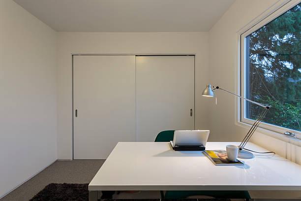 Modern home office space:スマホ壁紙(壁紙.com)