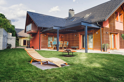 Slovenia「Modern home with back yard」:スマホ壁紙(7)