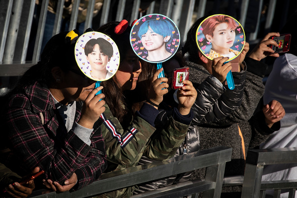 Fan - Enthusiast「Fans Come Out In Droves To See K-Pop Band BTS Perform In Central Park」:写真・画像(1)[壁紙.com]