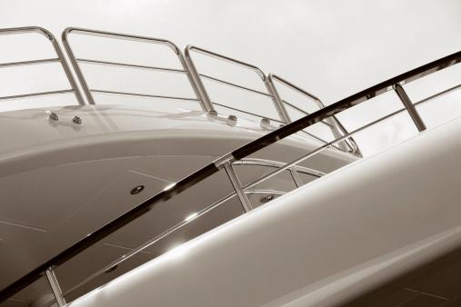 Sepia Toned「Motor Yacht Railing」:スマホ壁紙(3)