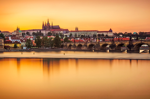 Hradcany「Castle of Prague and Charles bridge reflected on Vltava river at sunset」:スマホ壁紙(8)