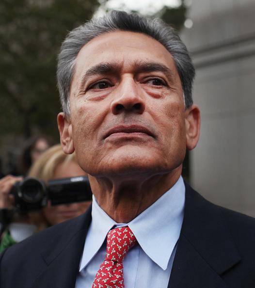 Surrendering「Rajat Gupta Charged In Galleon Insider Trading Case」:写真・画像(7)[壁紙.com]