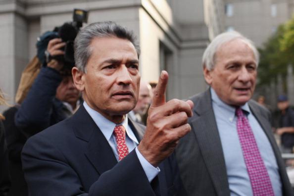 Surrendering「Rajat Gupta Charged In Galleon Insider Trading Case」:写真・画像(6)[壁紙.com]