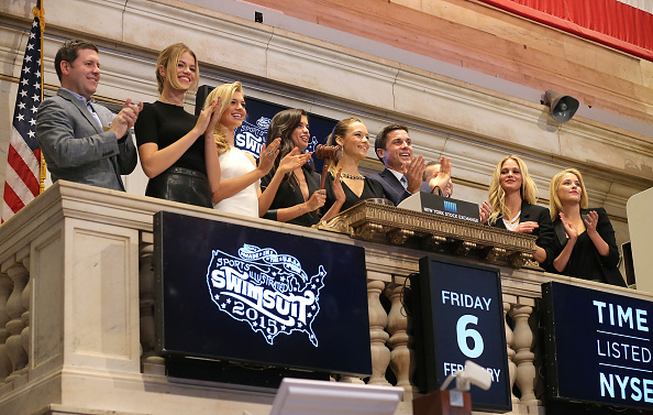 Erin Heatherton「Sports Illustrated Swimsuit Models Ring The NYSE Closing Bell」:写真・画像(9)[壁紙.com]