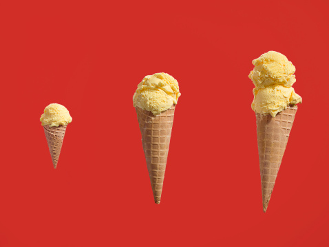 Ice Cream Cone「Row of ice creams with different amounts of scoops」:スマホ壁紙(13)