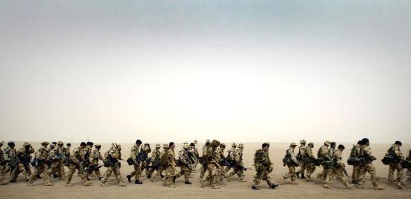 Army Soldier「British General Sir Mike Jackson Visits UK Troops In Kuwait」:写真・画像(9)[壁紙.com]
