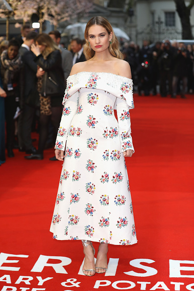 Lily James「'The Guernsey Literary And Potato Peel Pie Society' World Premiere - Red Carpet Arrivals」:写真・画像(1)[壁紙.com]