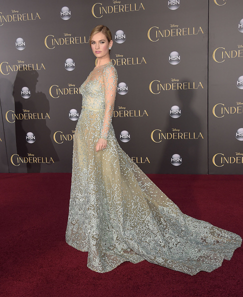 ドレス「Premiere Of Disney's 'Cinderella' - Arrivals」:写真・画像(12)[壁紙.com]