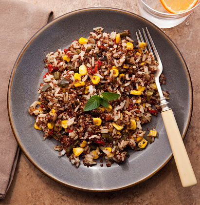 Quinoa「Chipotle quinoa salad with fire roasted vegetables and a glass of orange infused water」:スマホ壁紙(15)