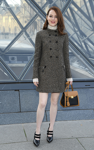 Emma Stone「Louis Vuitton : Photocall - Paris Fashion Week Womenswear Fall/Winter 2019/2020」:写真・画像(18)[壁紙.com]