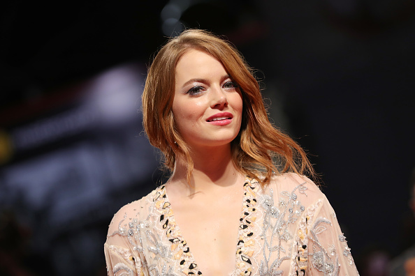 Emma Stone「The Favourite Red Carpet Arrivals - 75th Venice Film Festival」:写真・画像(6)[壁紙.com]