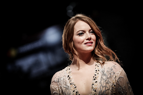 Emma Stone「Colour Alternative Views - 75th Venice Film Festival」:写真・画像(6)[壁紙.com]