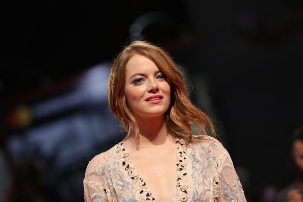 Emma Stone「The Favourite Red Carpet Arrivals - 75th Venice Film Festival」:写真・画像(18)[壁紙.com]