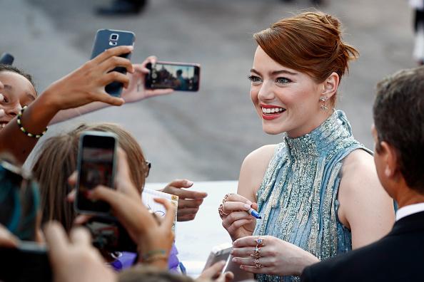 Atelier Versace「Opening Ceremony And 'La La Land' Premiere - 73rd Venice Film Festival」:写真・画像(16)[壁紙.com]