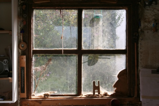 Shed「Dusty Window In Woodworking Workshop」:スマホ壁紙(5)