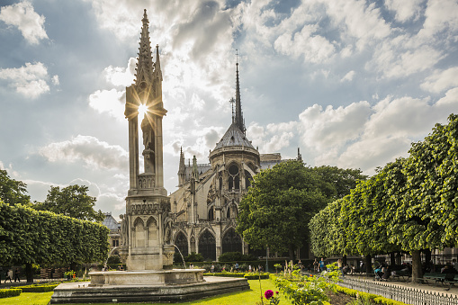 Famous Place「Place (square) Jean XXIII, the Fountain of the Virgin and the apse of Notre Dame de Paris」:スマホ壁紙(17)