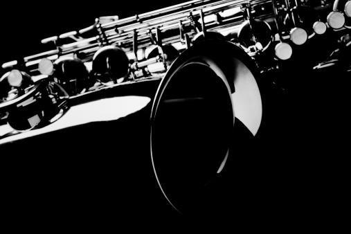 楽器「サクソフォンは、ブラックのバックグラウンド。」:スマホ壁紙(14)